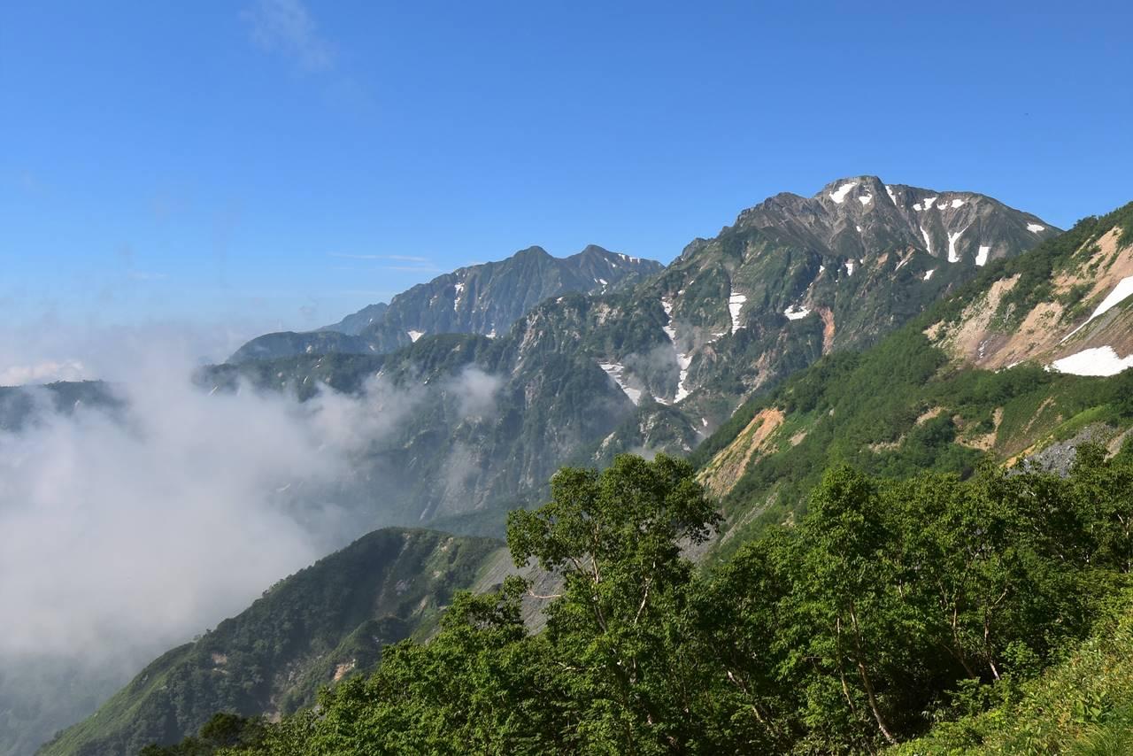 八方尾根から眺める五竜岳と鹿島槍ヶ岳