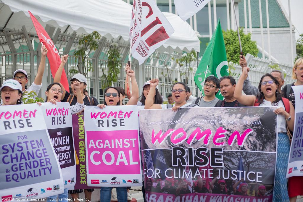 泰國曼谷的氣候起義行動,強調女性在氣候變遷中的角色。攝影:Pongsit Nopmaneepaisan l Survival Media Agency 圖片來源:350.org
