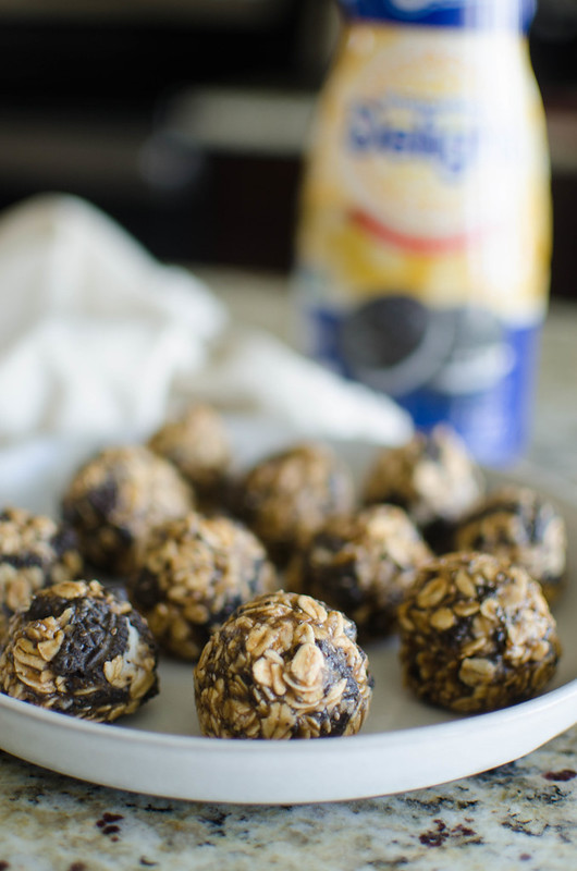 No Bake Peanut Butter OREO Bites - just 5 ingredients! These no bake treats are easy to keep in the fridge for quick snacks!