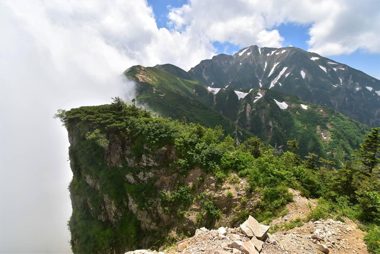 唐松岳~五竜岳の稜線と断崖絶壁