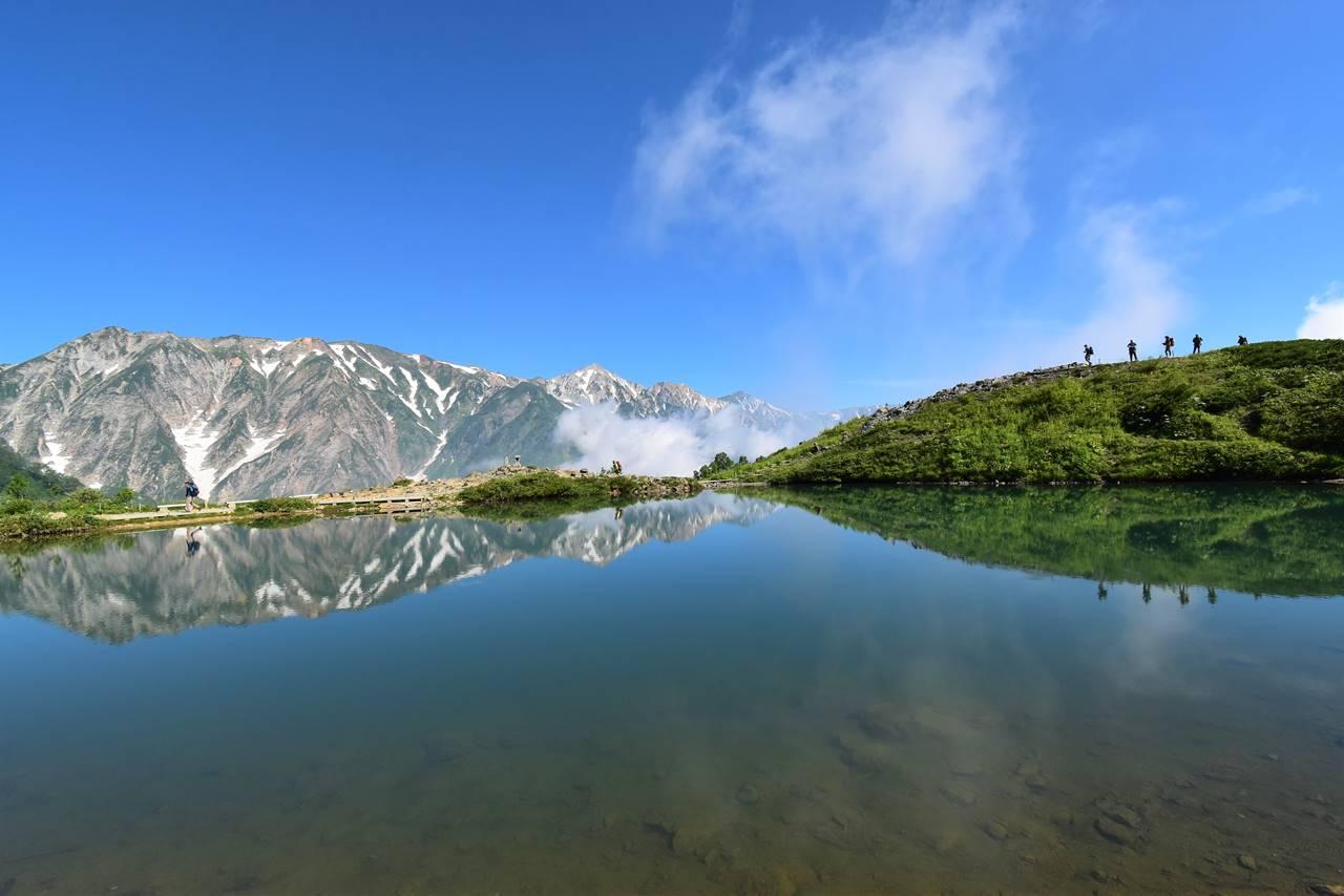 白馬八方池 白馬岳と登山者