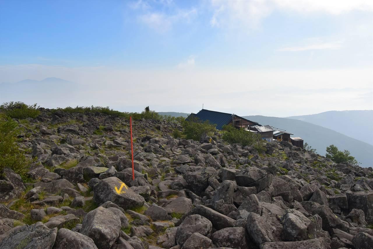 蓼科山山頂から下山