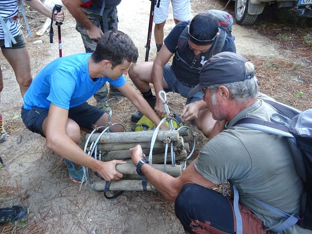 Préparation du portage de l'échelle de corde