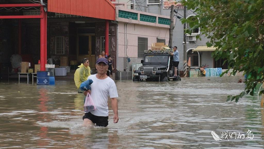 969-1-09s麻豆地區在這次水患中,上游洪水沿大排而下,又遇上滿潮,區域排水滿溢,內水抽不出去。