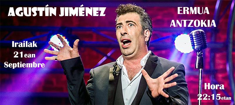 La foto muestra al humorista Agustín Jiménez en una actuación