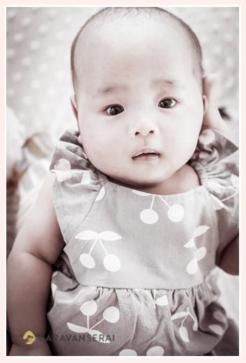 3か月の女の子の赤ちゃん