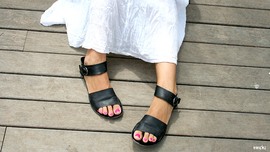 sandalias negras de mujer planas
