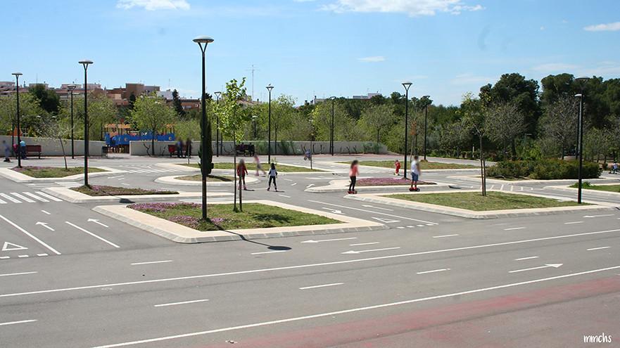 circuito para niños en el parque central de Paterna