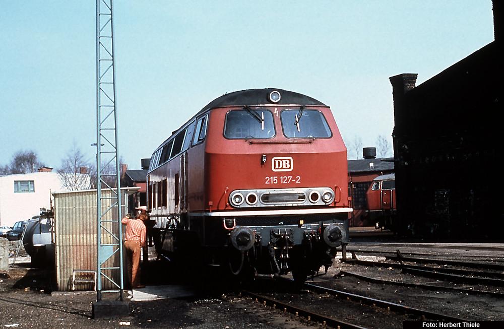 215 127 beim Betanken im Bw Stolberg, 1982