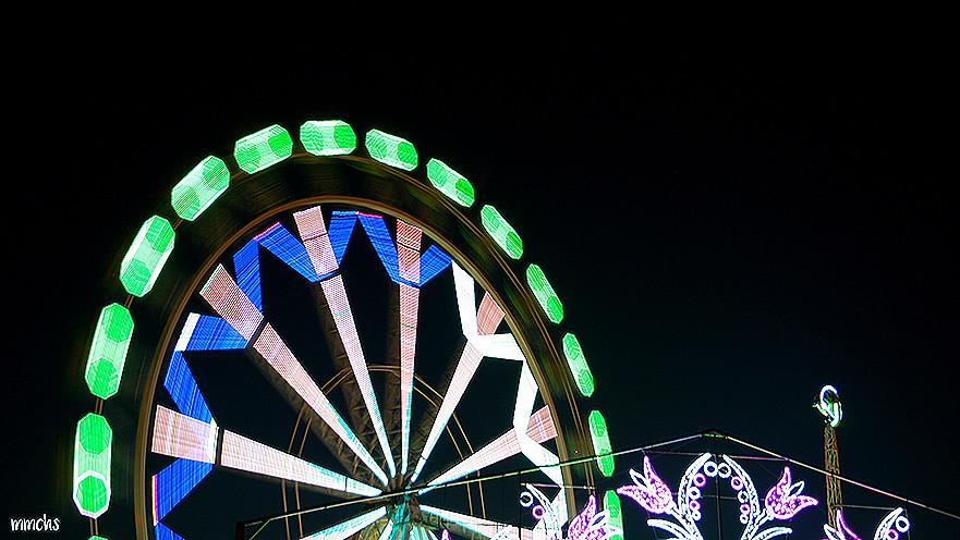 la noria de noche en la feria de Valencia