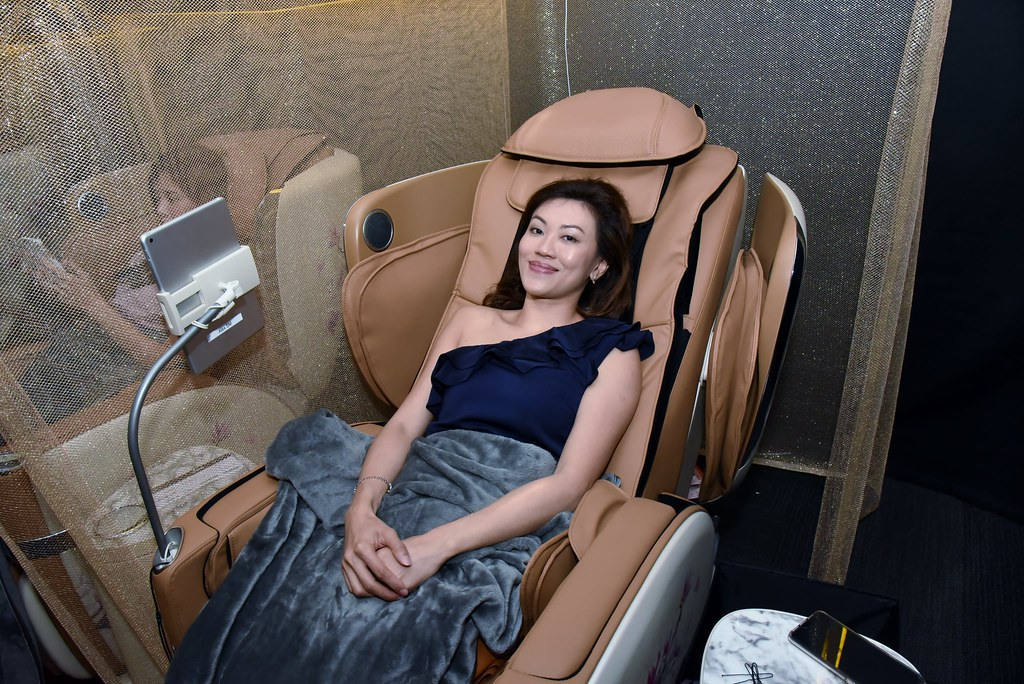 Getting ready to be all blissed out in the OSIM uLove 2. (Credit: OSIM)