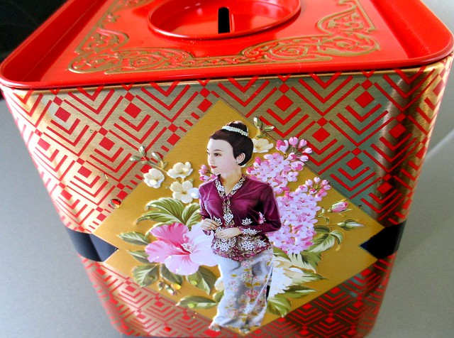 Yong Sheng mooncakes - coin box