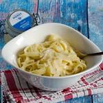 Pasta mit Butter und Parmesan