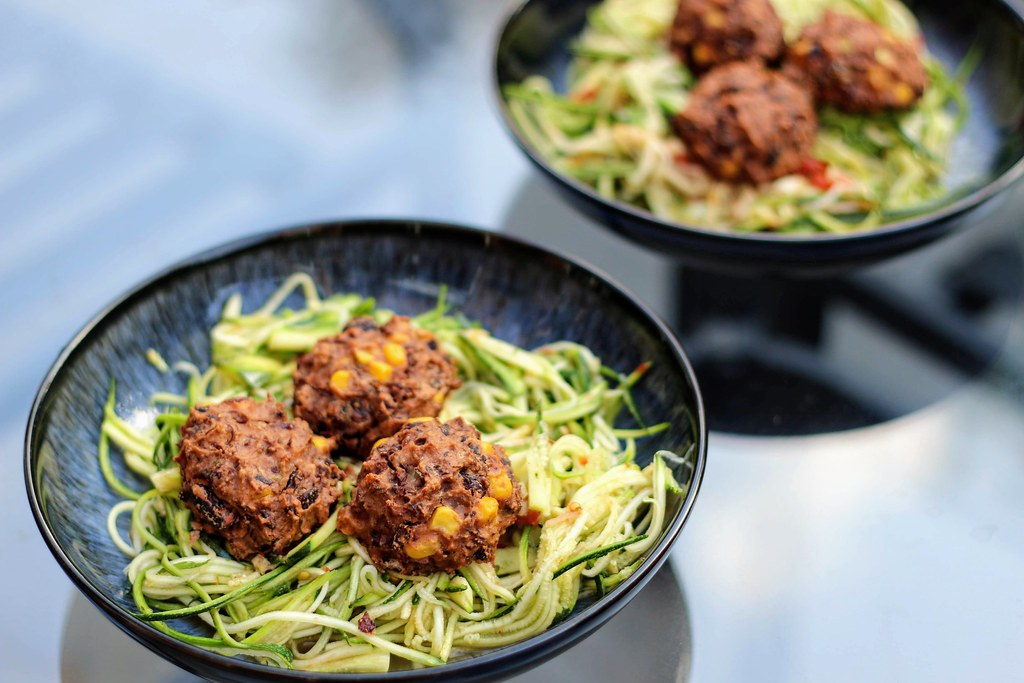 "Veggie ""meat"" balls with courgetti"
