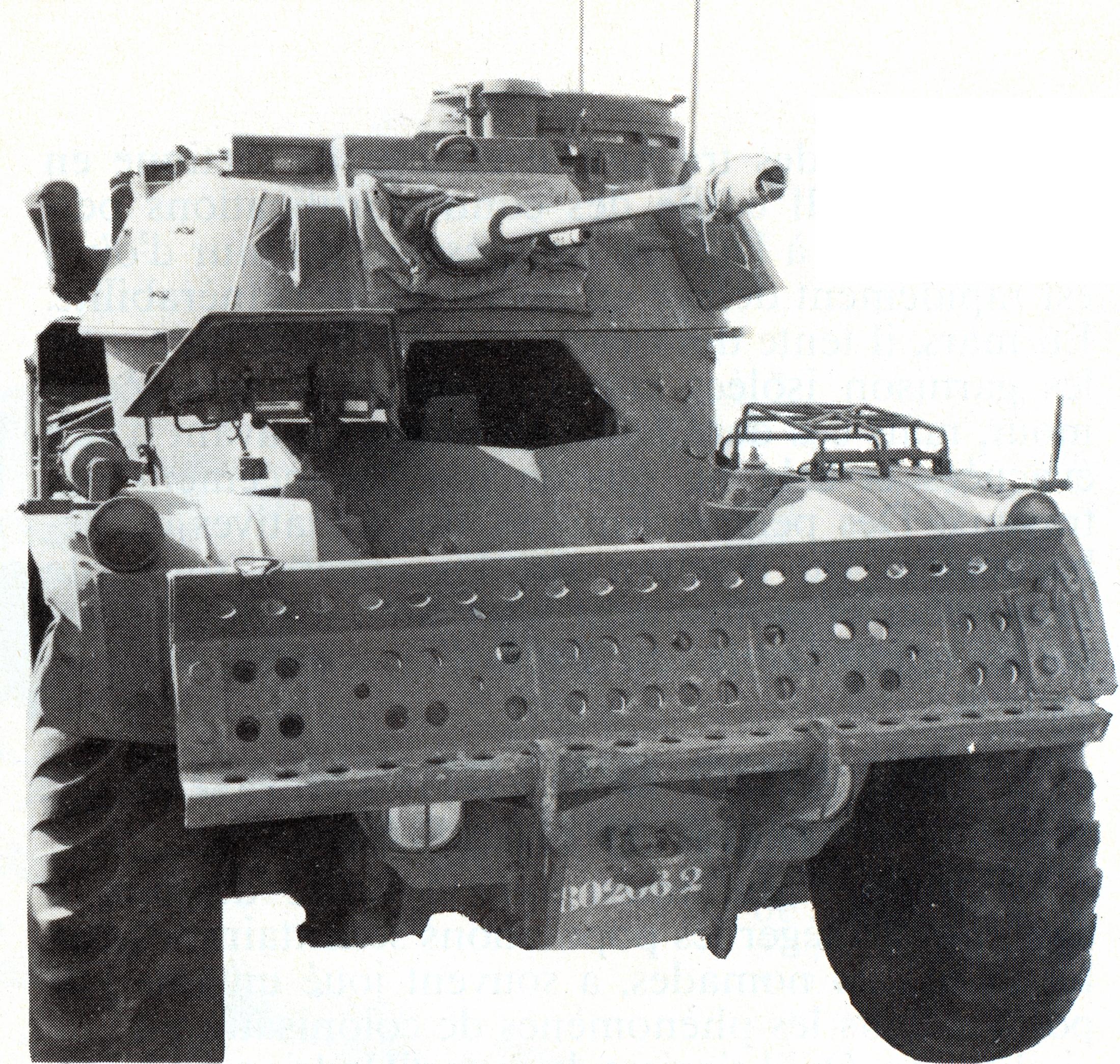 Panhrad AML-90 et Eland-90 Mk6 44118384182_fa3d03318f_o