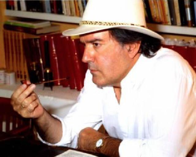 Tomas Yebra con sombrero blanco