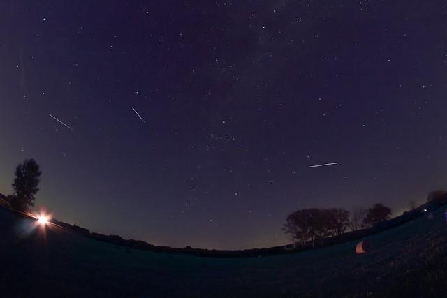 VCSE - A montázson szereplő Perseida-meteorok kirajzolják a radiánspontot, ahonnét a meteorok kisugárzódni látszódnak - Kapiller Zoltán felvétele