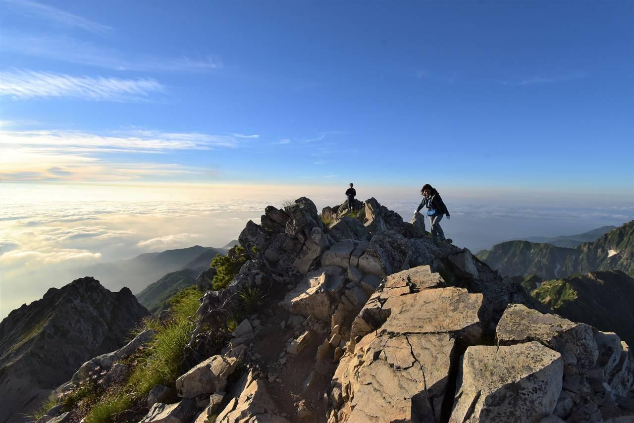 朝の五竜岳山頂