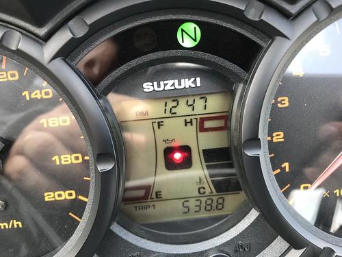 photo de compteur de moto indiquant un voyage de 538,8km
