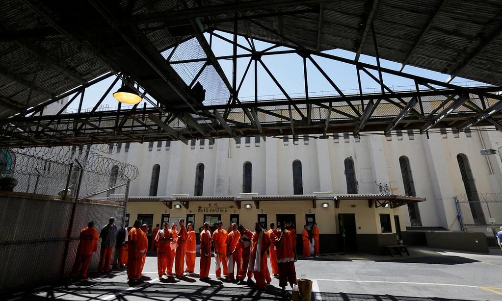 美国加州圣昆丁(San Quentin)州立监狱的囚犯。本周二美国17州监狱囚犯发起抗争,可能成为美国历史上最大的监狱行动。(图片来源:Eric Risberg/AP)
