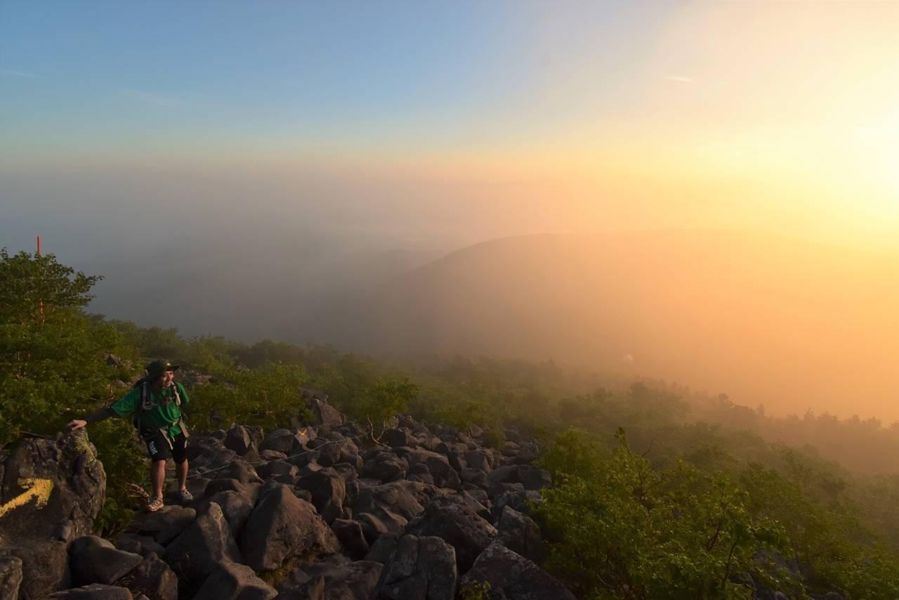 朝焼けの蓼科山登山