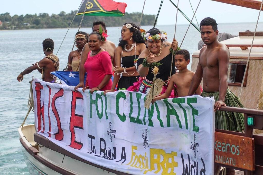 島國是受氣候變遷影響最大的地區之一,圖為南太平洋島國萬那杜的氣候起義行動。圖片來源:350.org