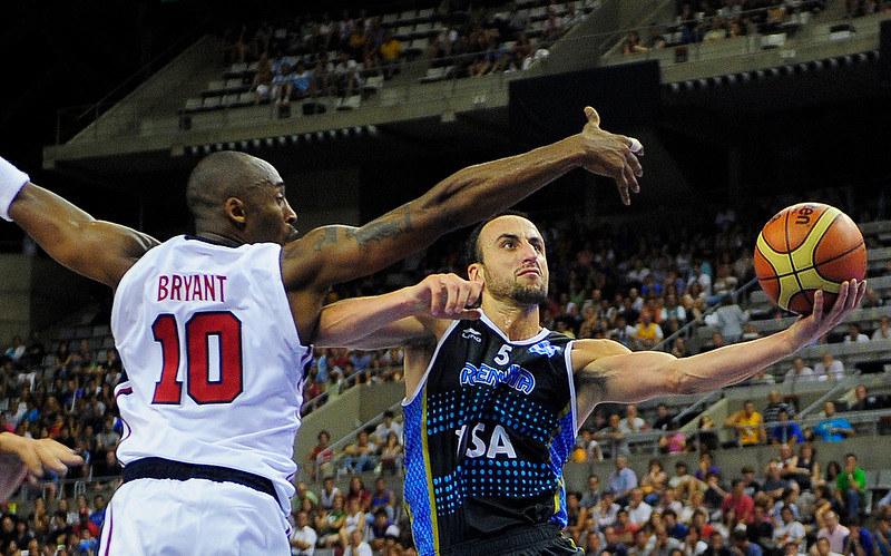 2012年Ginobilli和美國夢幻隊進行奧運熱身賽,當時Kobe Bryant也披上美國隊戰袍。(達志影像資料照)