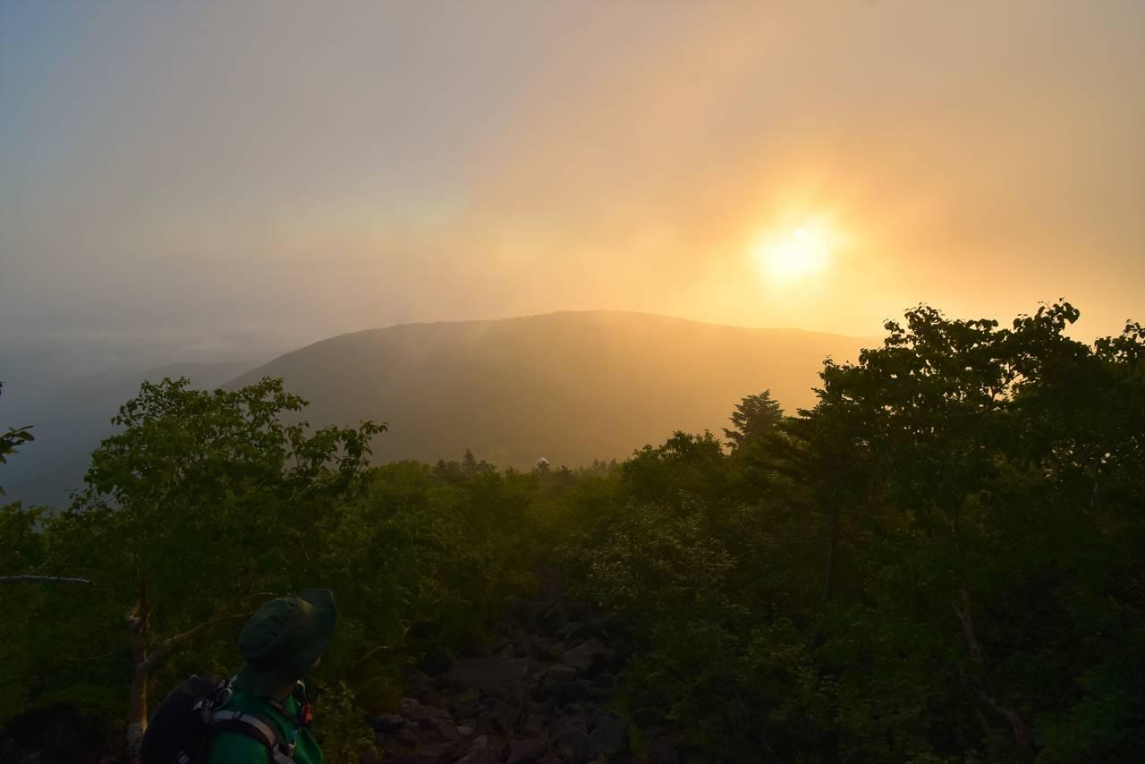 雲がかかり始める朝日