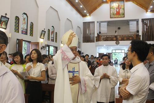 Đức Cha cử hành Thánh Lễ