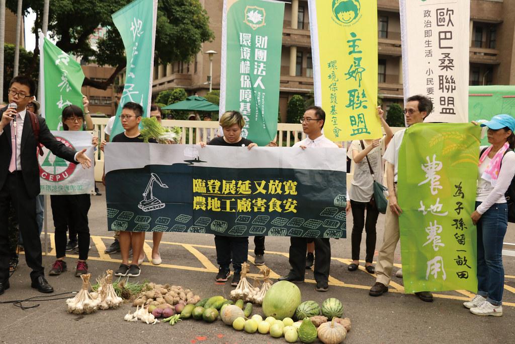 環團於今年5月31 日至行政院前開記者會,反對工廠管理輔導法修惡。