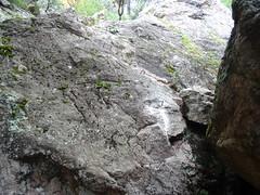 Les scellements de la redescente du bloc rocheux depuis le bas