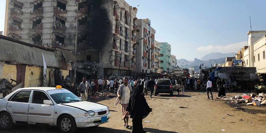 2017年11月,位於葉門第二大城亞丁的財政部大樓遭自殺炸彈攻擊。(圖片來源:Nabil Hassan/AFP)