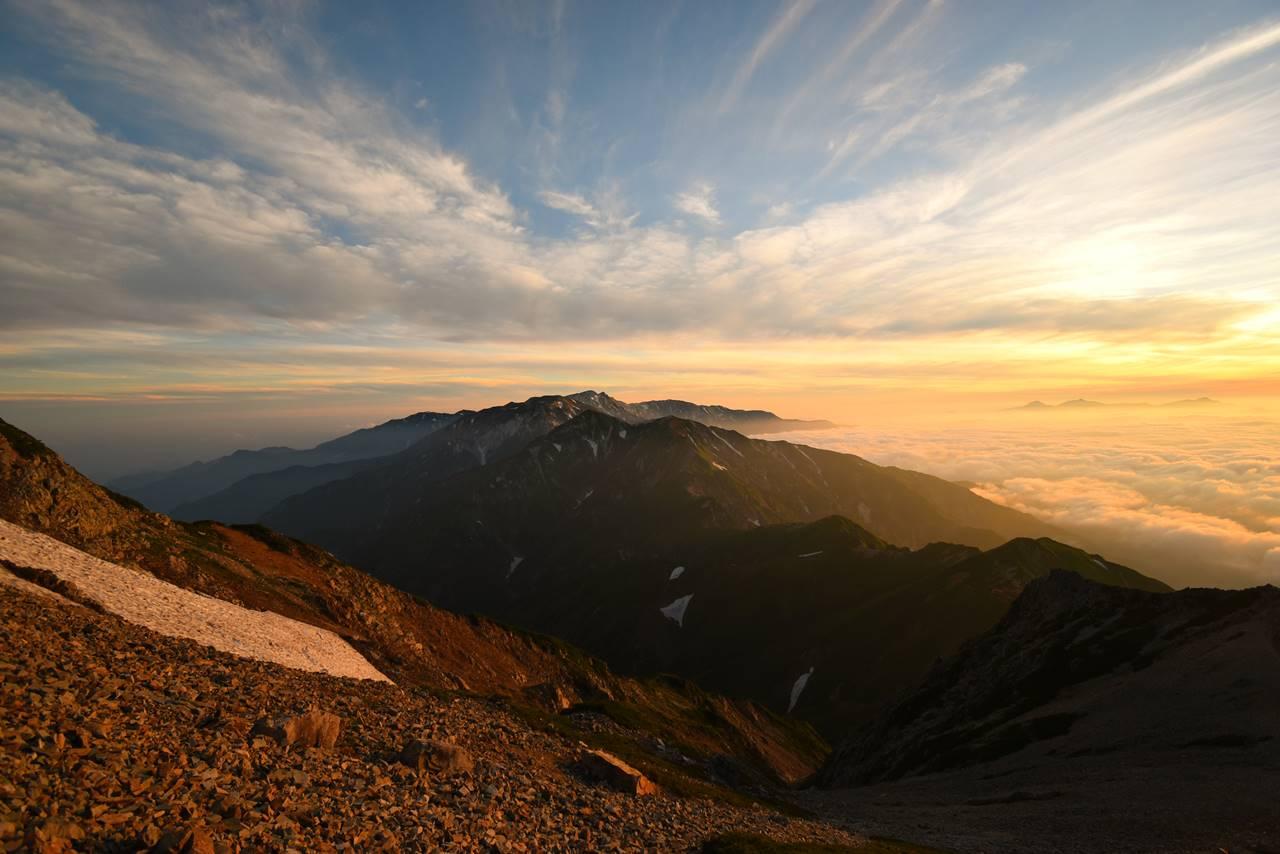 朝焼けに浮かぶ白馬岳