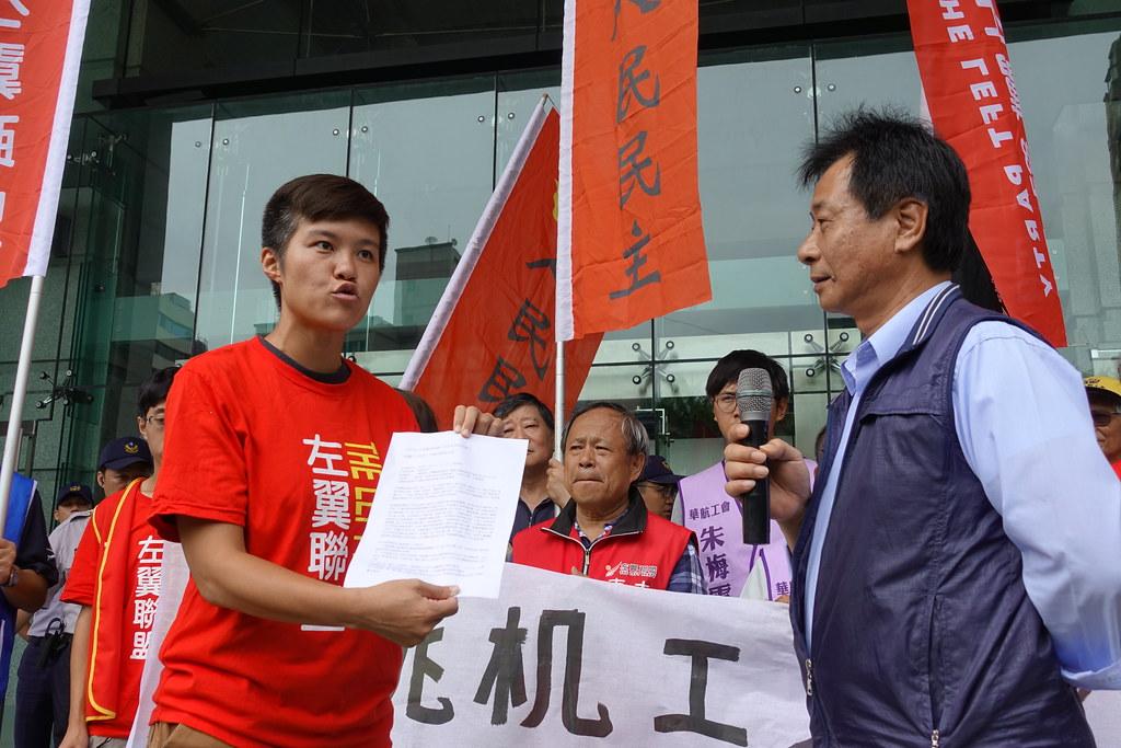 工伤协会专员、左翼联盟桃园市议员参选人刘念云要求交通部负起全责。(摄影:张智琦)