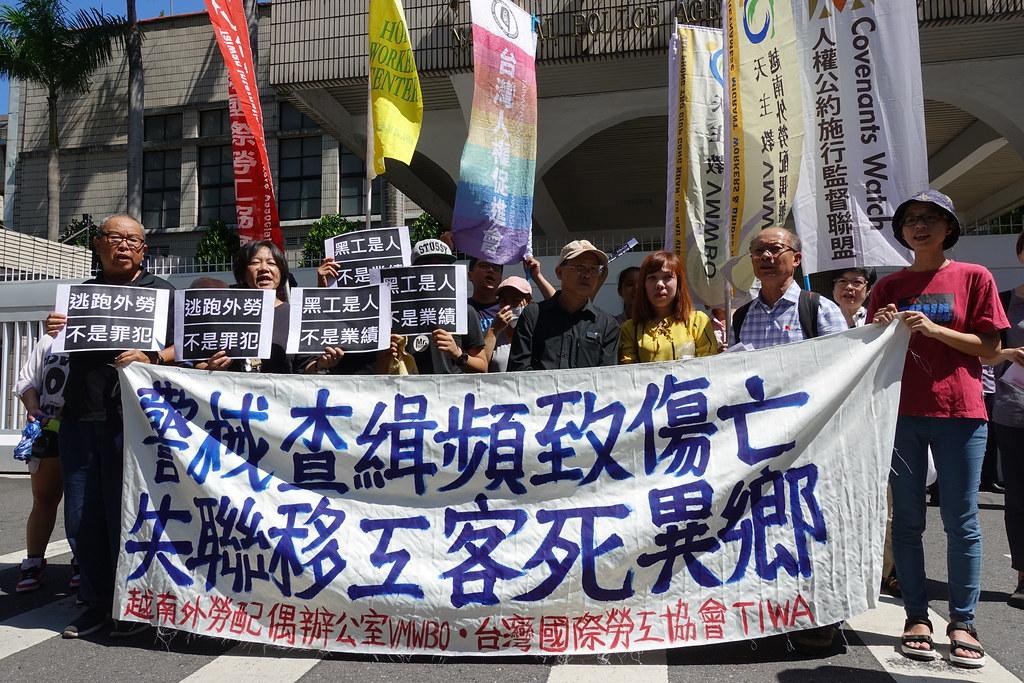 警方查緝逃跑外勞再傳一名越南移工致死,民團到警政署抗議。(攝影:張智琦)