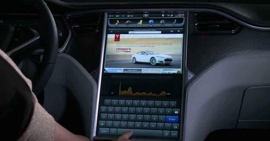 Netflix y YouTube llegarán a los coches de Tesla con la actualización 10