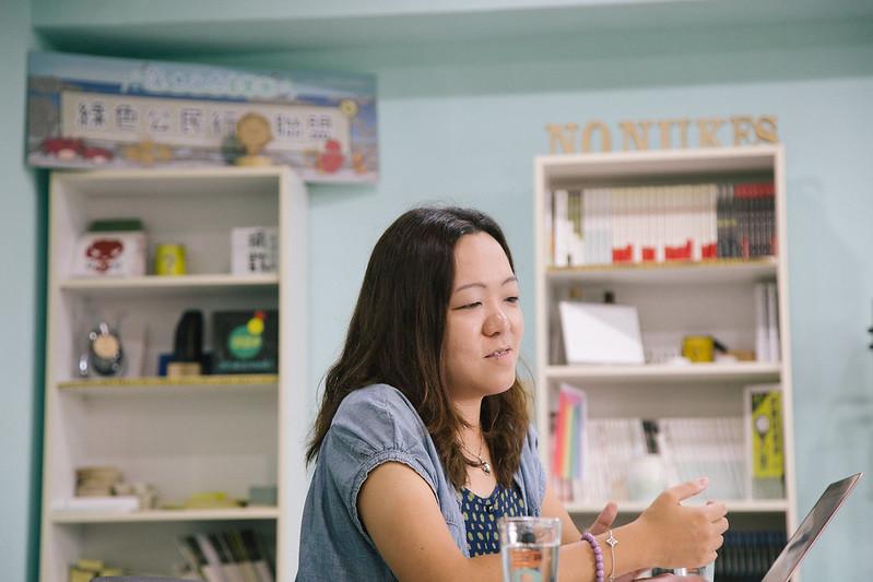 崔愫欣於綠色公民行動聯盟辦公室接受專訪。吳宜靜攝。