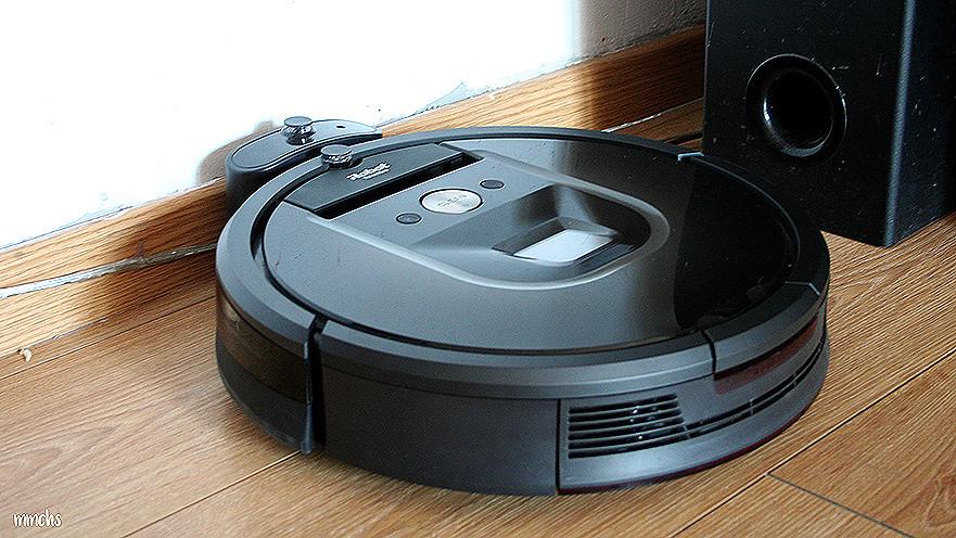 Roomba 980 en la base de carga