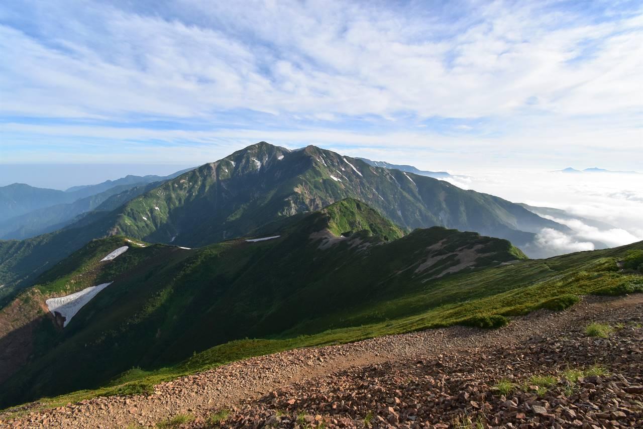 遠見尾根分岐から眺める唐松岳
