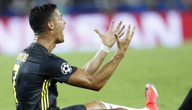 Cristiano Ronaldo對於紅牌判決很不能接受。(達志影像)