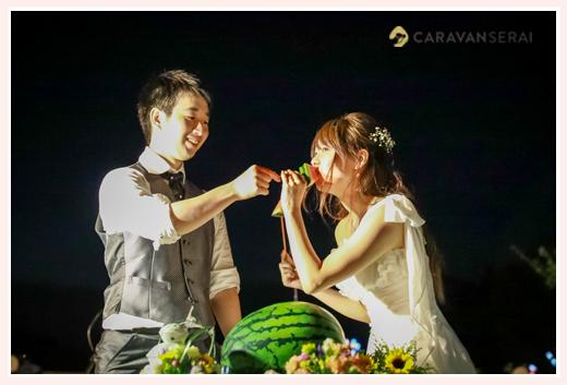 森の中(屋外)で結婚式(披露宴)ブライダル/ケーキカットの代わりにスイカ割り
