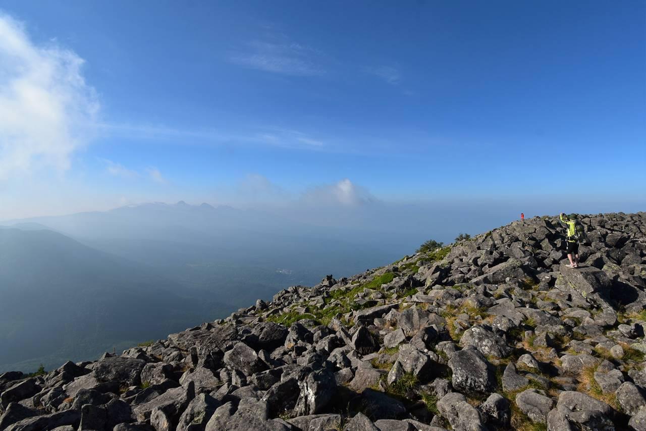 蓼科山山頂から眺める南八ヶ岳(赤岳)