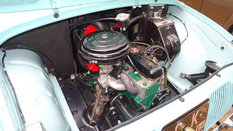 Renault Dauphine  44814175882_43949e425c_c