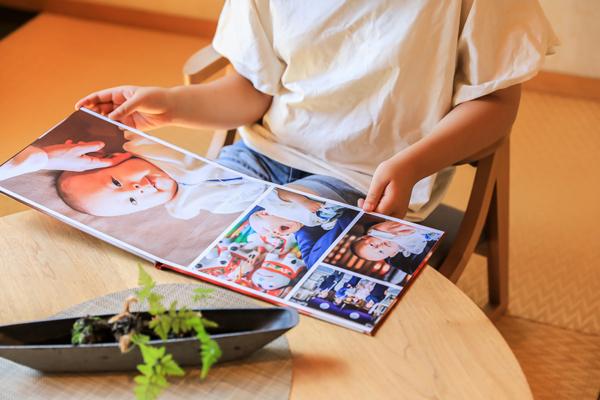 絵本風フォトスタンドはキャラバンサライのオリジナル写真台紙