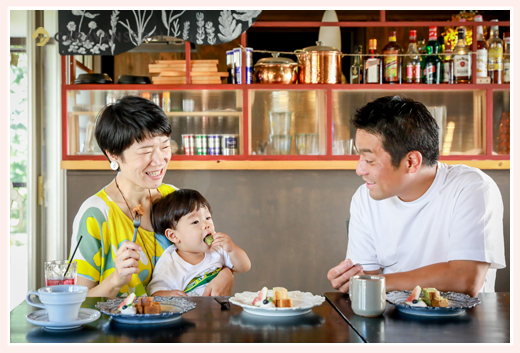 黒猫とほうき@Tane Cafe(愛知県瀬戸市のカフェ)に訪れたファミリー(家族)