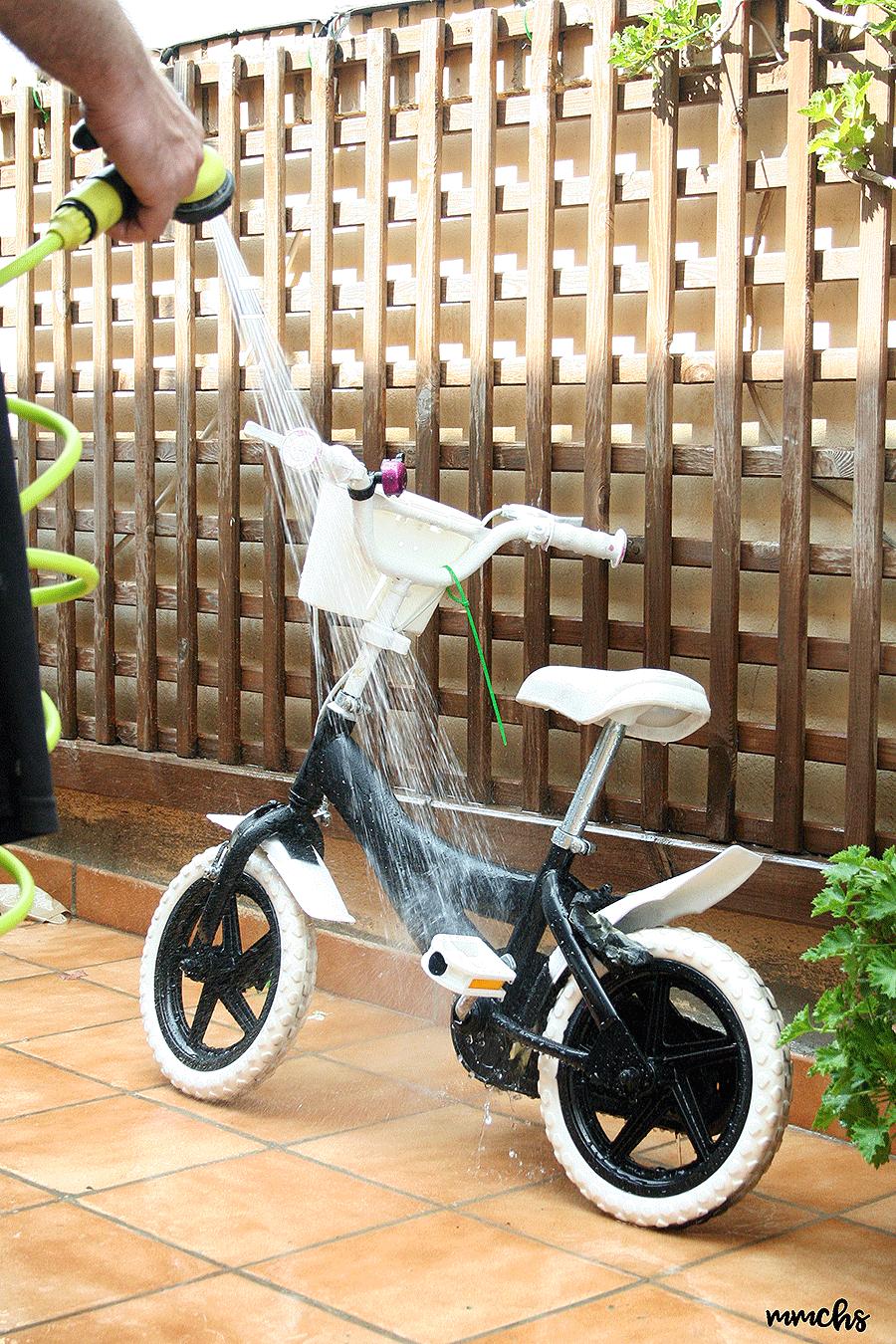 pintar una bici de niños en en color negro