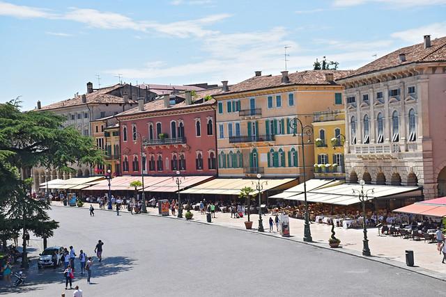 Piazza Bra restaurantes, Verona, Italy
