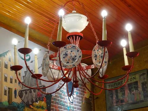 Curiosa lámpara en restaurante