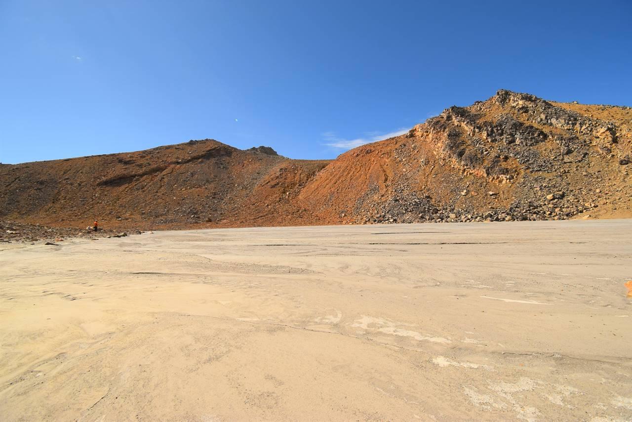 土砂と火山灰に埋まった二ノ池