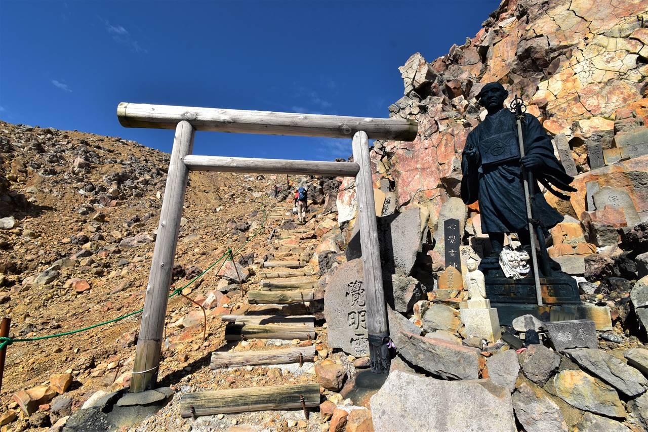 御嶽山山頂入口の鳥居